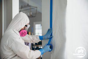 911Restoration-mold-removal-taping-down-kansascitymetro